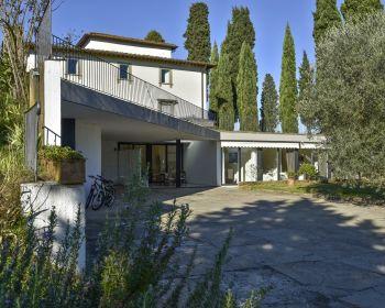 Diese unabhängige Wohnung befindet sich in den Hügeln südlich von Florenz.